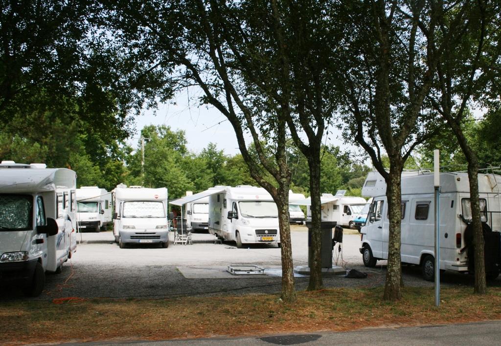 aire de camping cars de parentis a parentis en born aires de camping cars. Black Bedroom Furniture Sets. Home Design Ideas