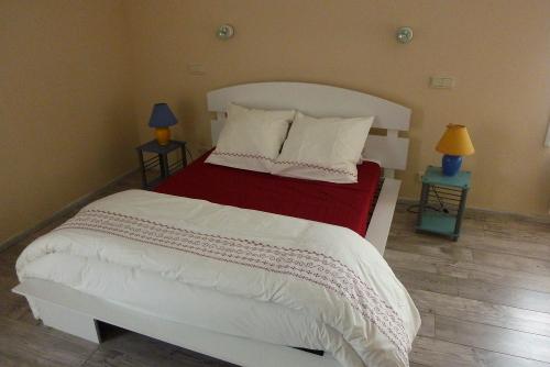 personne claire txiki etche 2 a lit et mixe h bergements locatifs meubl s et chambres d. Black Bedroom Furniture Sets. Home Design Ideas