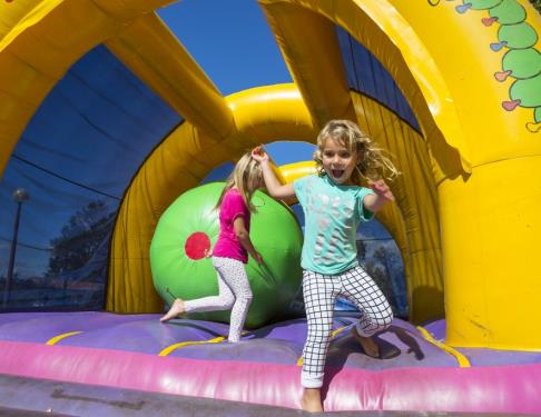 Camping Pipiou-parentis-structures gonflables