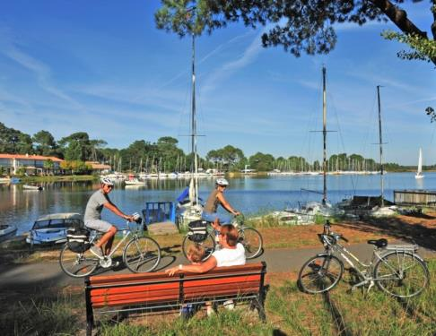 balade-velo-pistes-cyclables-lac